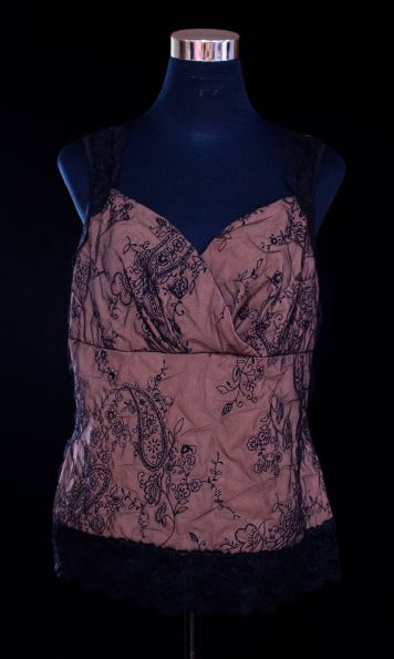 "price- P300 item code- 19-27 Hillard & Hanson XL(tagsize),polyester, nylon bust- up to 46"" armhole- 20"" length- 24"""