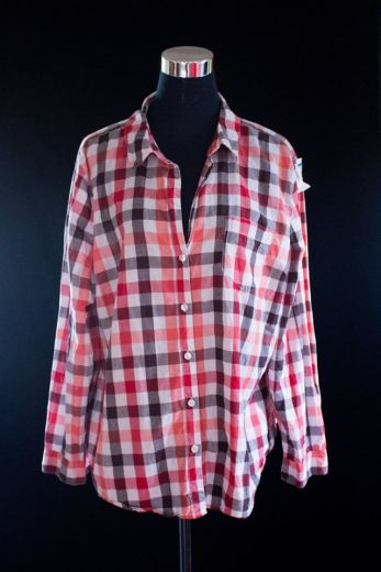 PRICE- P320 ITEM CODE- 21-77 OLD NAVY XXL (TAG SIZE) BUST- 52%22 ARMHOLE- 23%22 SLEEVE CIRCUMFERENCE- 17%22 LENGTH- 28%22